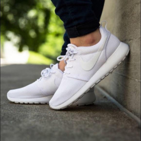sports shoes ffa97 68827 NIKE ROSHE ONE TRIPLE WHITE ALL WHITE WOMENS SHOES NWT